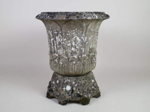 Large acanthus design well weathered composite Planter